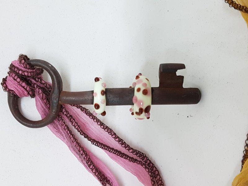 langer Schlüssel mit zartgelben Perlen